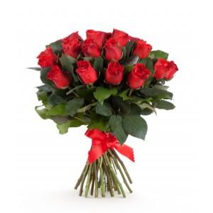 17 красных роз