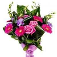 5 гербер,4 розы, 4 эустомы, зелень