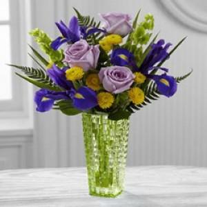 3 розы, 3 ириса и 3 хризантемы