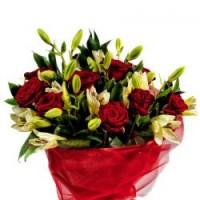 9 роз,4 лилии, зелень