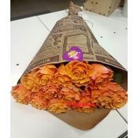 11 оранжевых розочек