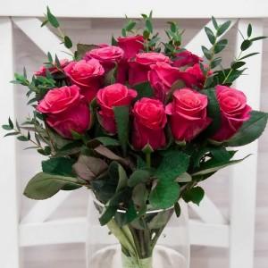 17  малиновых роз